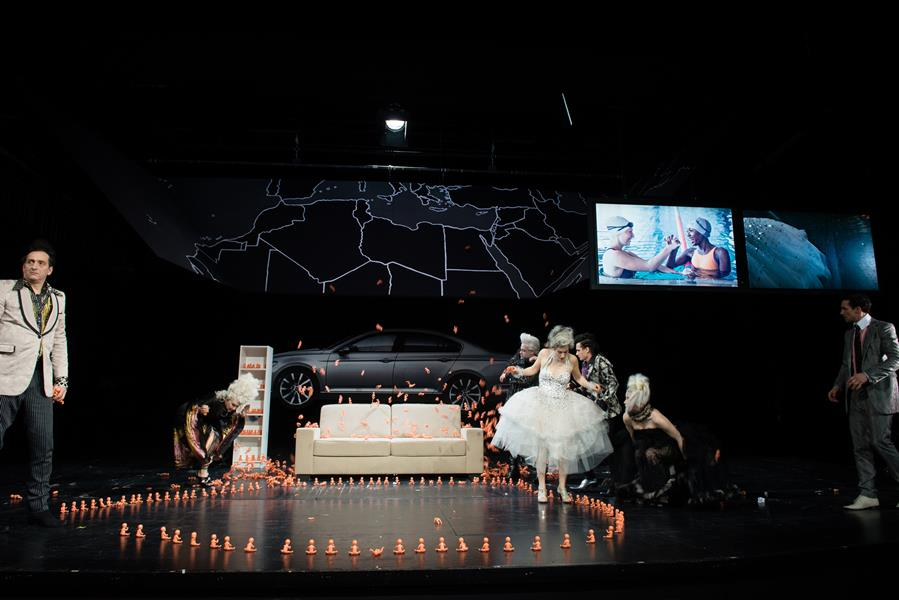 """The Suppliants / Appendix / Coda / Epilogue grounded"" by Elfriede Jelinek, directed by Hermann Schmidt-Rahmer at the Schauspielhaus Bochum. © Diana Küster"