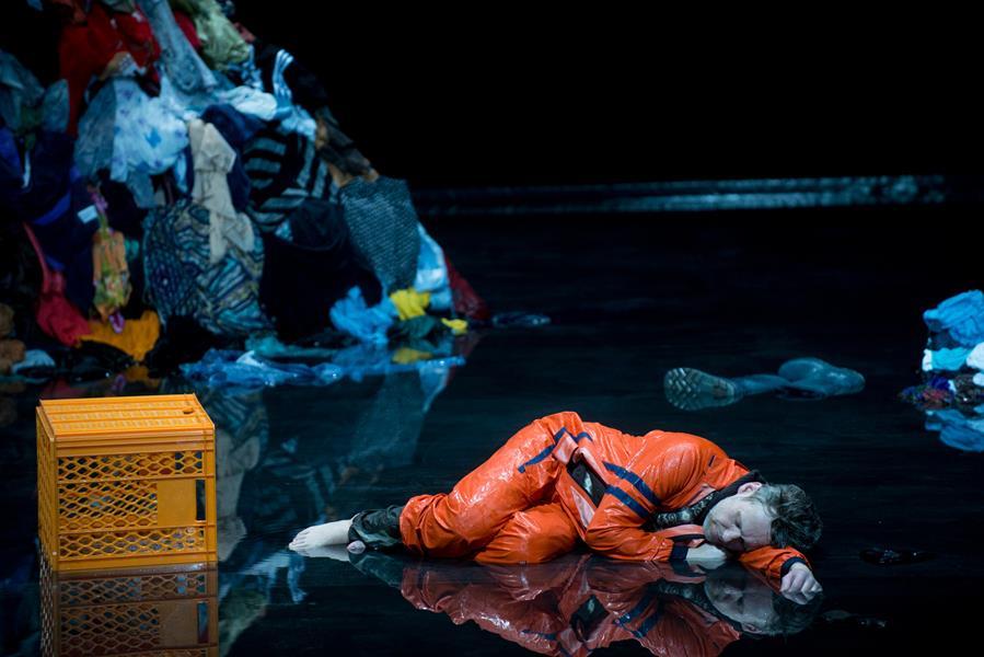 'Lampedusa' by Anders Lustgarten at the Schauspielhaus Bochum. © Diana Küster